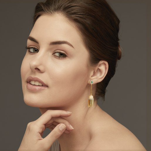 Diamond , Emerald And Golden Pearl Earring In Yellow Gold (13.06 Gram)